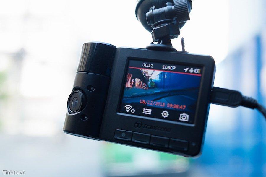Video clip của 2 camera khi hiển thị lên màn hình sẽ được ghép thành 1 video nhưng khi chép file lại là hai video độc lập