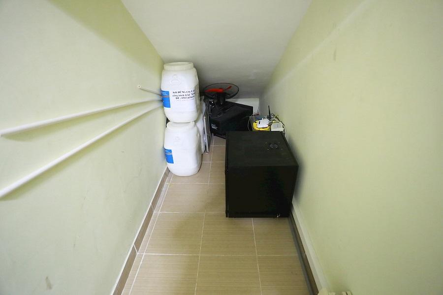Toàn bộ thiết bị mạng và dây tín hiệu được đặt gọn gàng trong tủ RACK